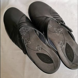 Clarks closed toe mules/ clogs size 6.5